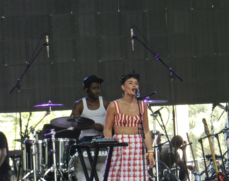 Jessie Ware & her drummer performing in the Mojave tent.