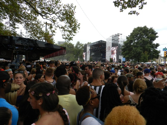The massive crowd near the Liberty Stage for 2 Chainz