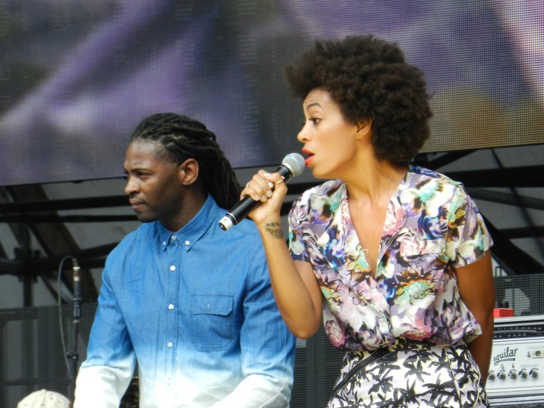 Close up of Solange and her keyboard player